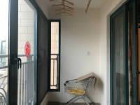 卫滨南环路恒大雅苑4房2厅简单装修出售