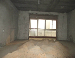 鹤源二区4房2厅毛坯出售