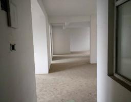 咸安长安大道福星城5房2厅毛坯出售