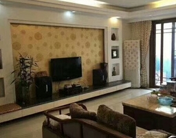 惠东县平山南湖花园4房2厅精装修出售