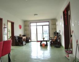 雨山区九华东路古床博物馆附近银河湾简装四室二厅一卫送隔楼出售