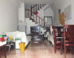 黎河小区一间三层单门独院简单装修出售