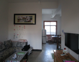 城关中学附近二间二层单门独院简单装修仅售62万