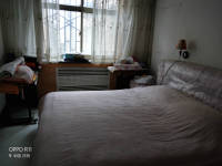 西峰北大街建行家属楼(北大街)4房2厅简单装修出租