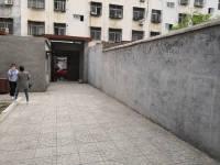 东城铁南路实验中学散居片3房2厅简单装修出租